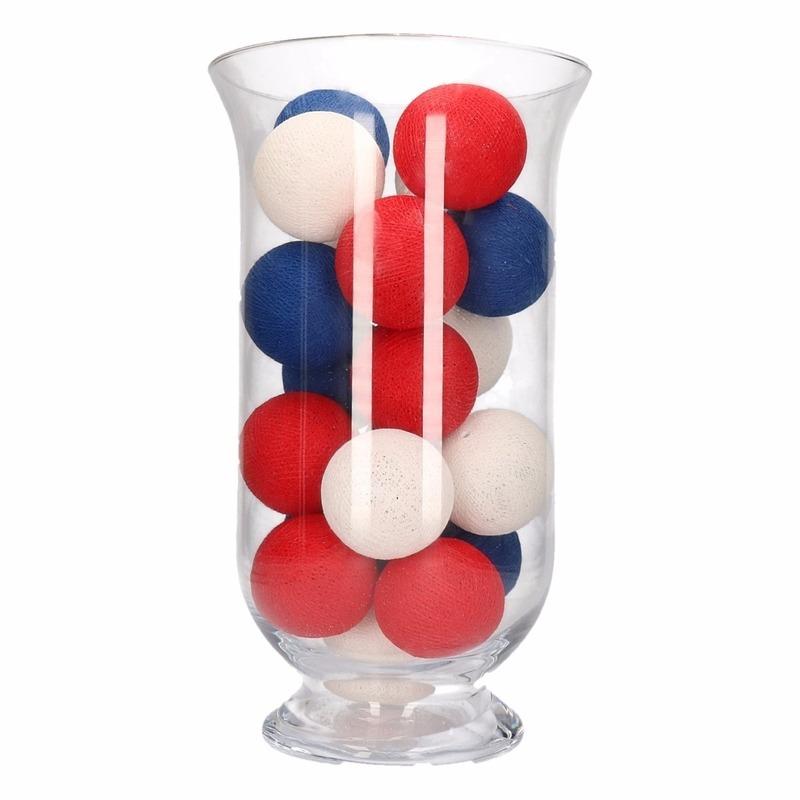 Kerstdecoratie rood, wit en blauwe verlichting in vaas
